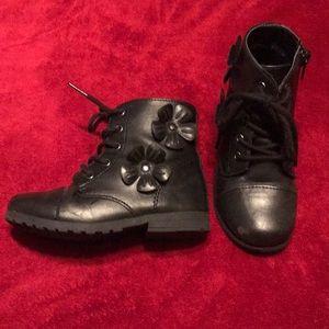 Children's Place Black Combat Boot Size 9